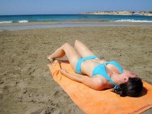 girl_sunbathing_189905
