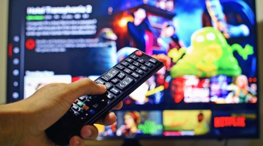 英会話習得に役立つテレビ番組トップ10